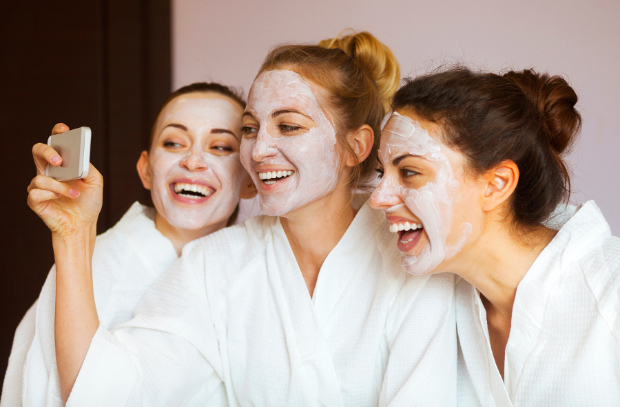 girls-at-the-spa